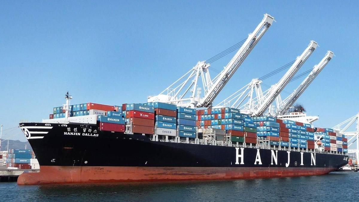 navio de containers atracado no porto simbolizando como reduzir custos de importação