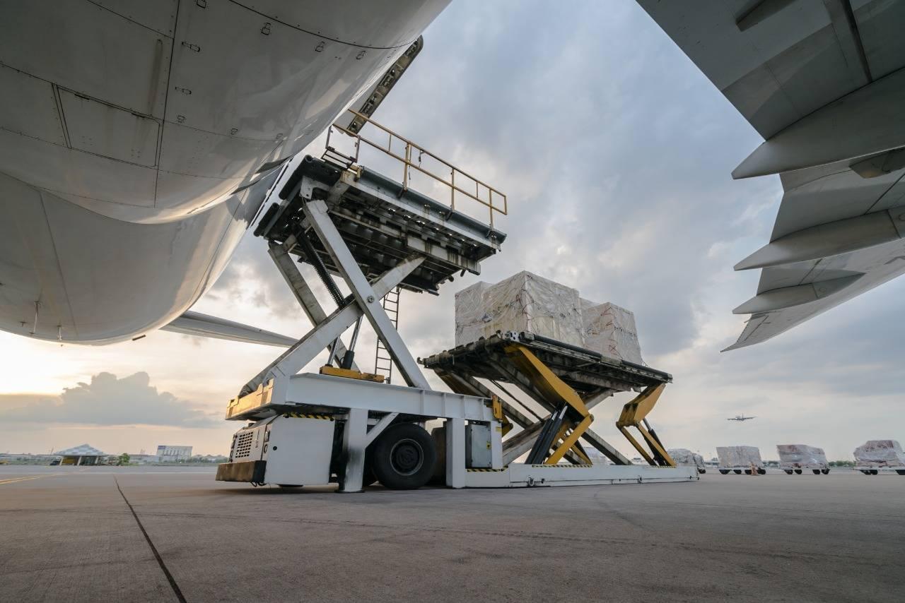 carga embarcando no avião regime aduaneiro de admissão temporária